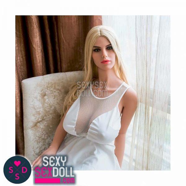 hannah busty dolls